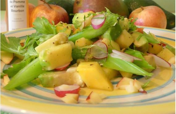 Salade d'avocat, mangue, pomme, céleri et radis au vinaigre de pomme et vanille bourbon