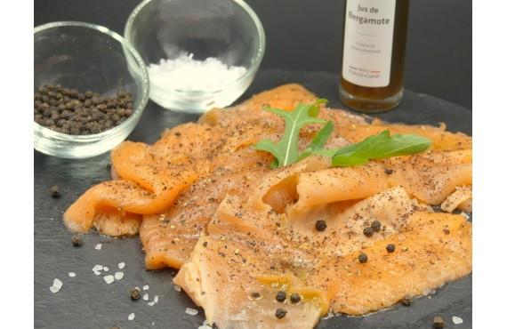 Saumon cru mariné à l´aneth, crème légère montée au vinaigre de noix verte de bergamote